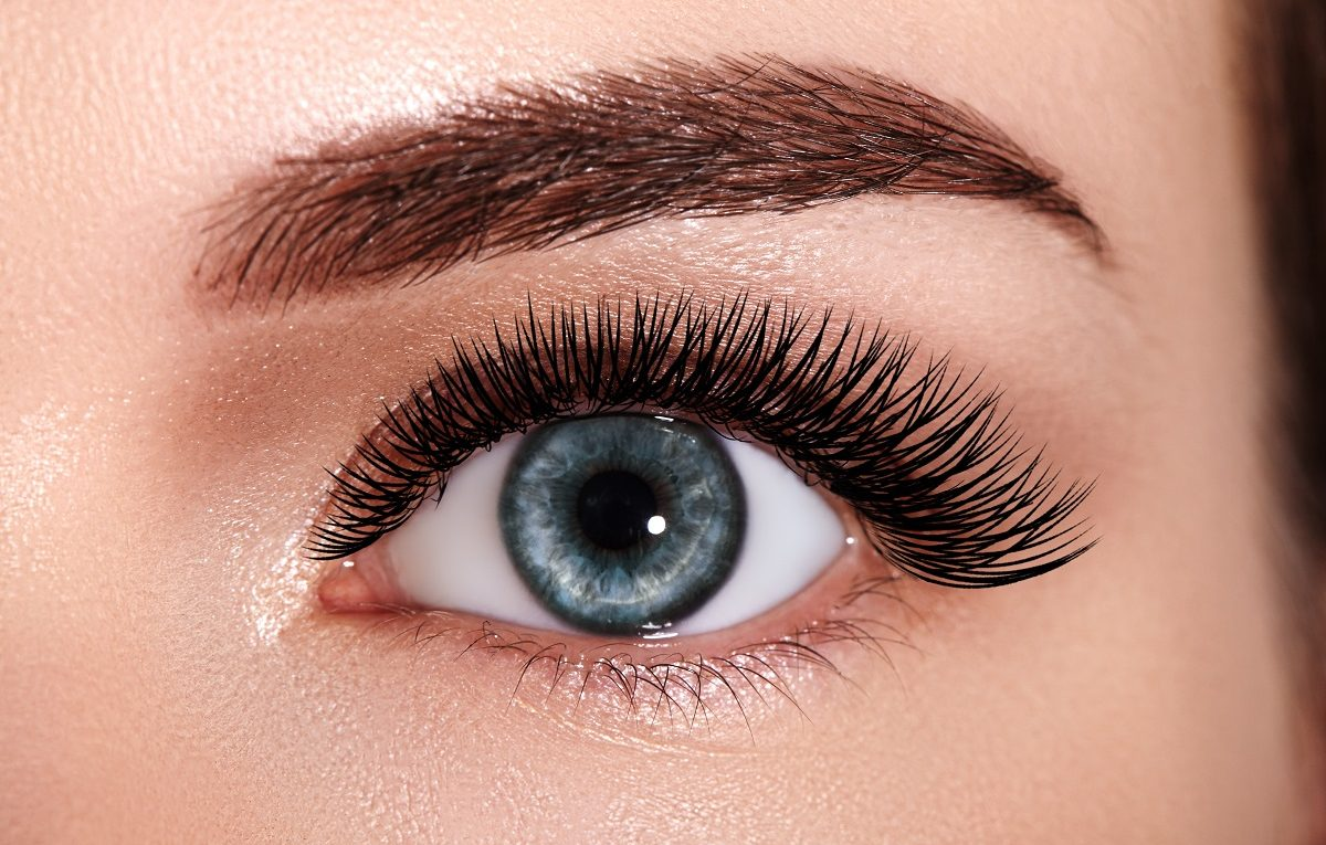 LASIK-Los-Angeles-Experts-Say-to-Treat-Your-Eyes-with-Care-When-Wearing-Makeup